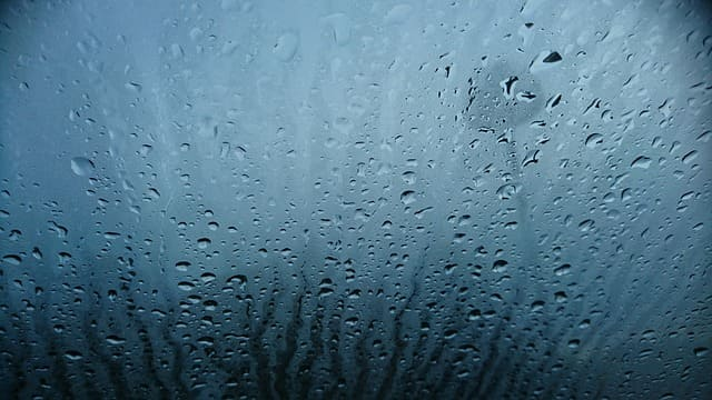 窓ガラス 曇る