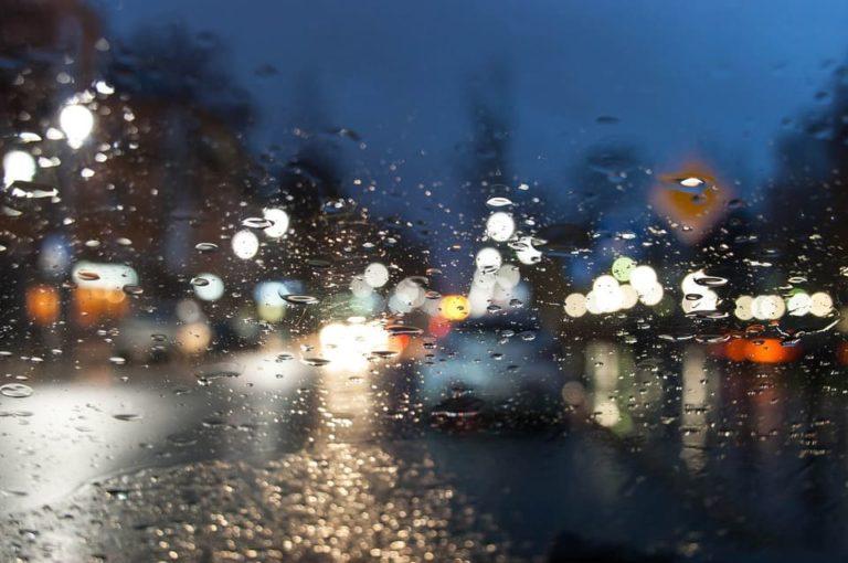 車 フロントガラス 曇り