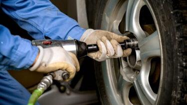 スタッドレスタイヤの交換費用を業者別に比較!持ち込みで安くなる?
