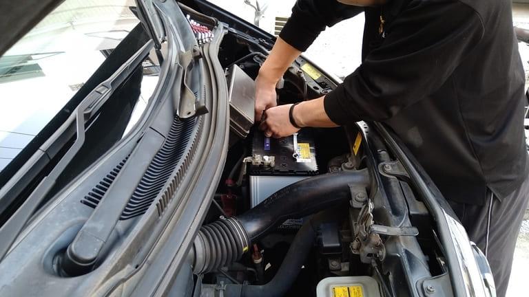 車 バッテリー交換 値段