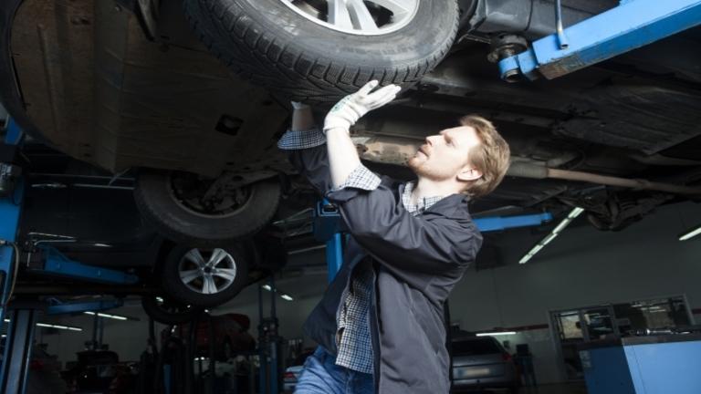 車検に通らないタイヤの特徴|タイヤの溝の深さや基準はどれくらい?