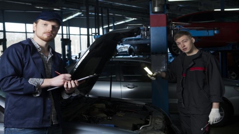 車の修理はどこが安い?おすすめ業者と安く済ませる方法