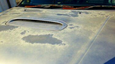 車の塗装が剥がれてしまったらどうする?原因や修復方法を徹底解説!