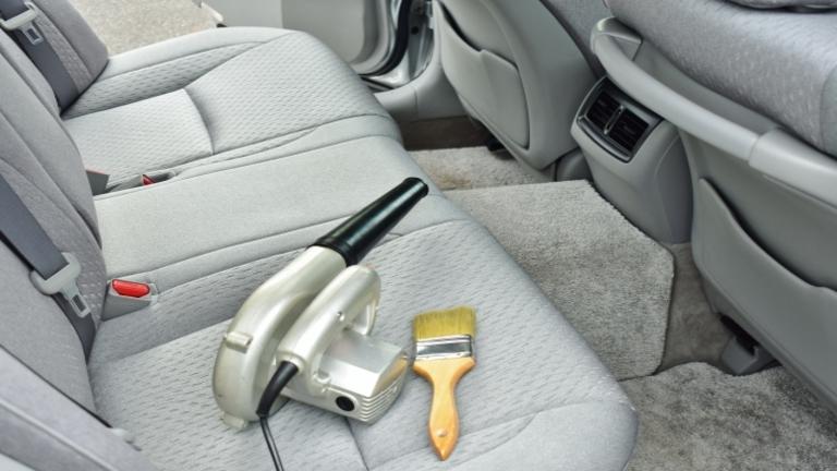 洗車用ブロワーおすすめ5選|ブロワーを使った洗車方法で車の細部もキレイに!