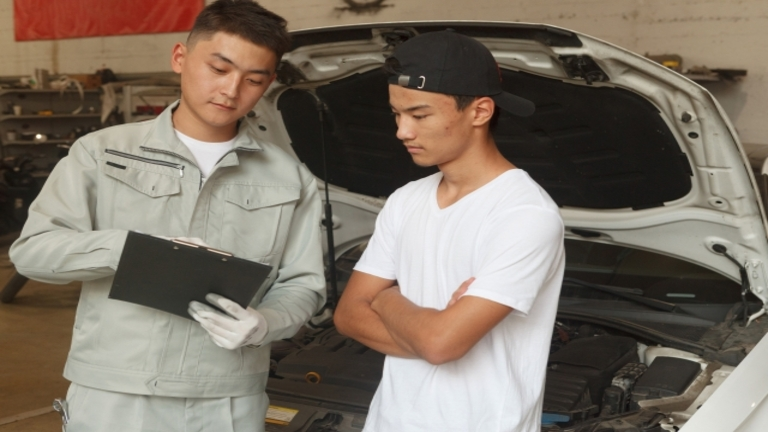 車の修理と買い替えはどちらがお得?知っておきたい判断基準とは