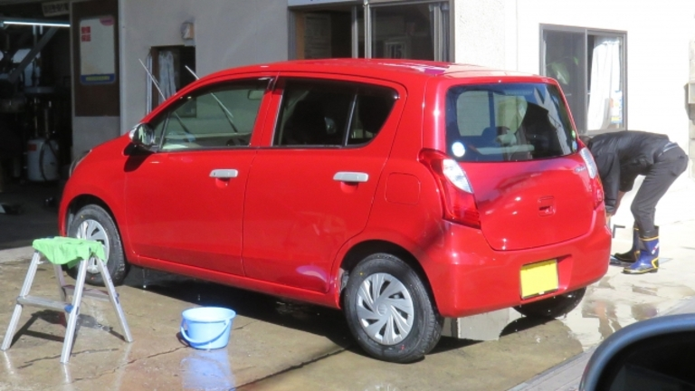 ガラスコーティングした車の洗車方法とは?手洗い洗車と注意点
